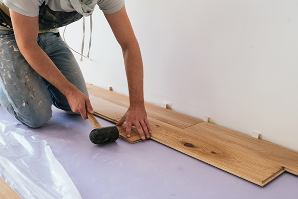 Houten vloeren repareren - Parket Vloer Schuren